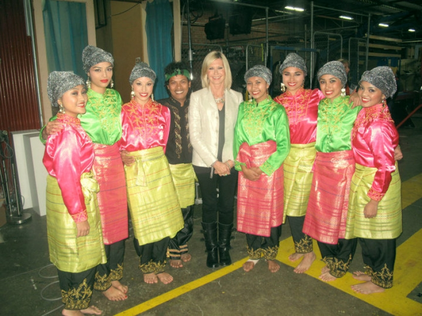 "Suara Indonesia Dance Group with Olivia Newton-John at Channel 9 Studios for ""Hey Hey It's Saturday"" Show, Melbourne 2010"